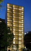 夜空に輝く光とコンクリート