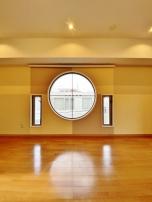 検索結果:丸い窓が特徴